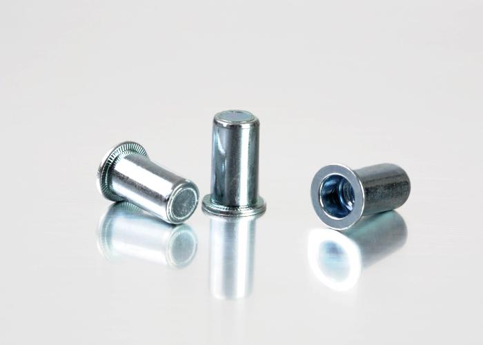 平头圆柱碳钢铆螺母
